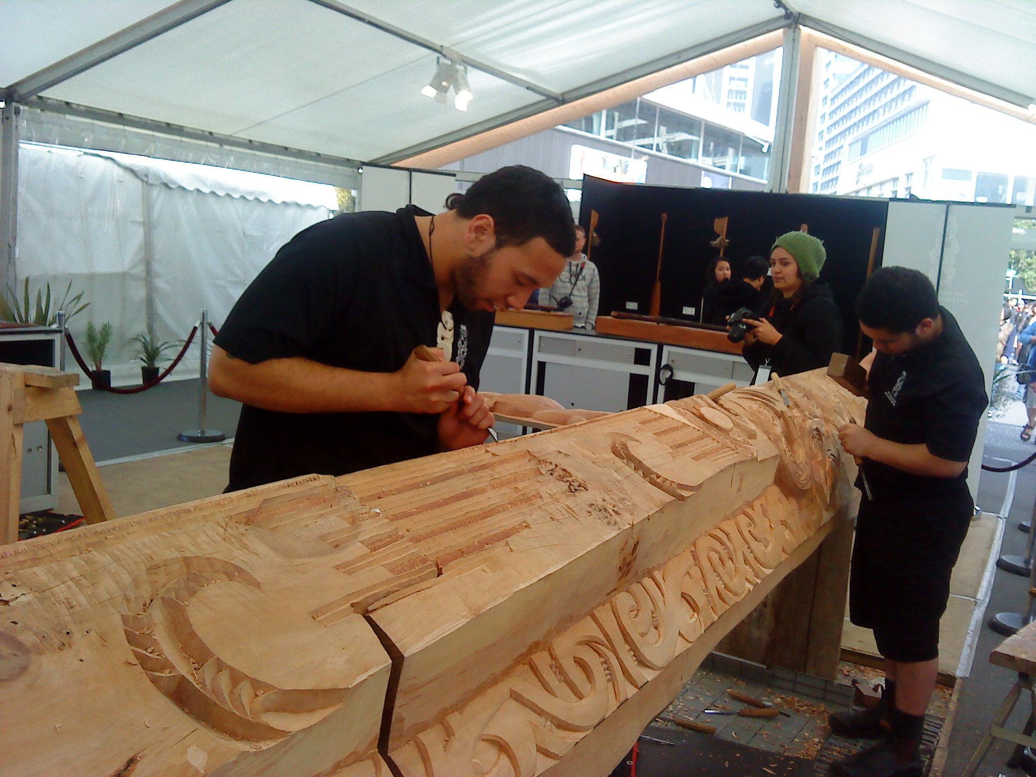Pou being carved at the Viaduct during the RWC 2011 events